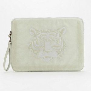 🆕Deena & Ozzy: Embroidered Tiger Laptop Case